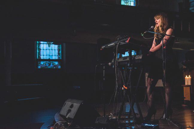 Slattern on stage at Crescent Fort Rouge United Church in Winnipeg, Canada on 27 May 2017. Photo: Jenn Kostesky
