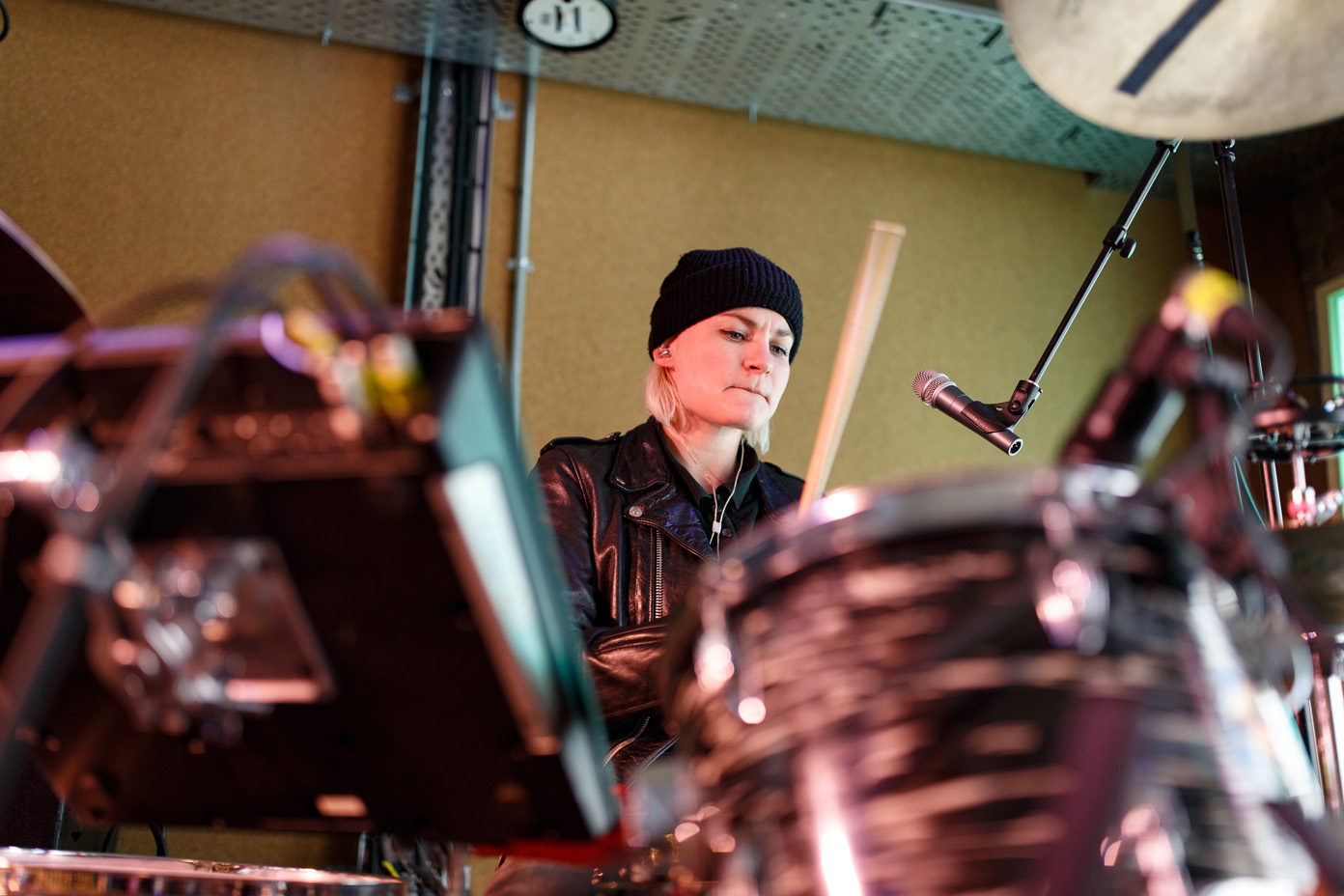 Maria Juntunen drumming during soundcheck
